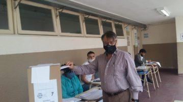 Rubén Correa votando